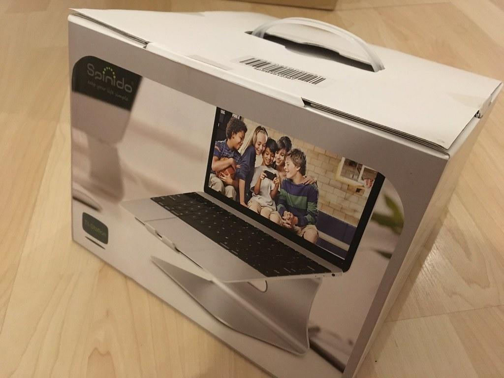 ノートパソコン(MacBook Pro)のスタンド