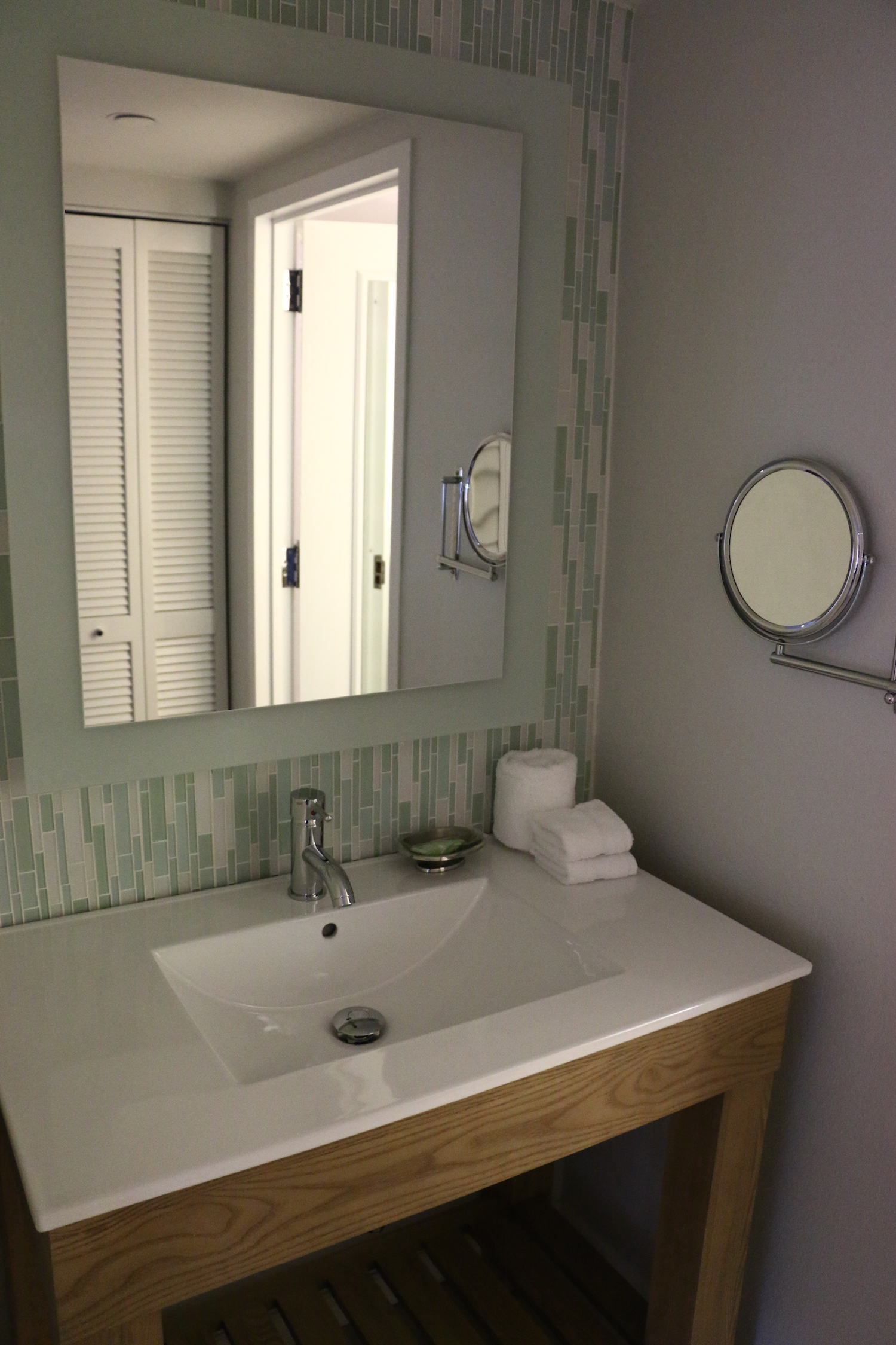 Inside Hotel Room: Inside The Newly Renovated Swan & Dolphin Hotel Rooms At