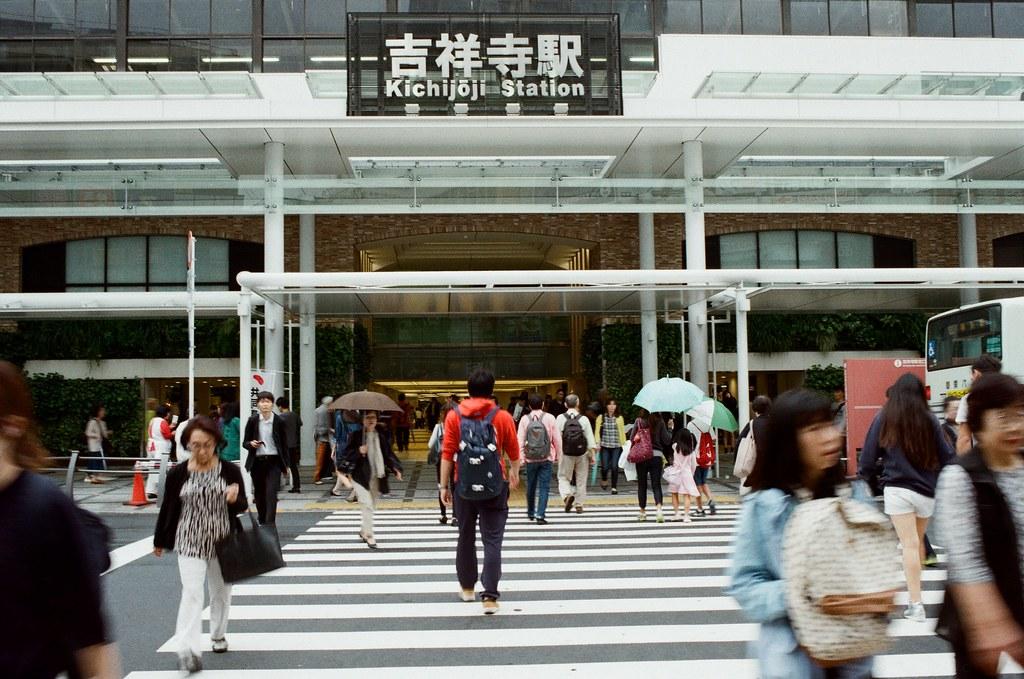 吉祥寺 Tokyo, Japan / Kodak ColorPlus / Nikon FM2 吉祥寺我逛了一圈,應該是有什麼東西遺漏掉了,和我所想像中的不太一樣,不過後來我就離開了。  Nikon FM2 Nikon AI AF Nikkor 35mm F/2D Kodak ColorPlus ISO200 0995-0015 2015/10/01 Photo by Toomore