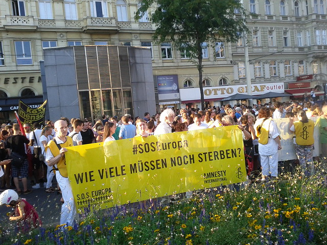 Mensch sein in Österreich Demonstration für Flüchtlinge, Wien Westbahnhof/Mariahilferstraße
