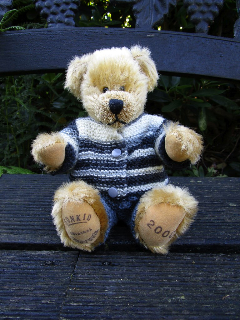 teddykleidung teddy garments beyenburgerin design. Black Bedroom Furniture Sets. Home Design Ideas