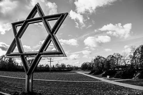 Estrella de David y Cruz en Cementerio, Terezin, Nazi Concentration Camp