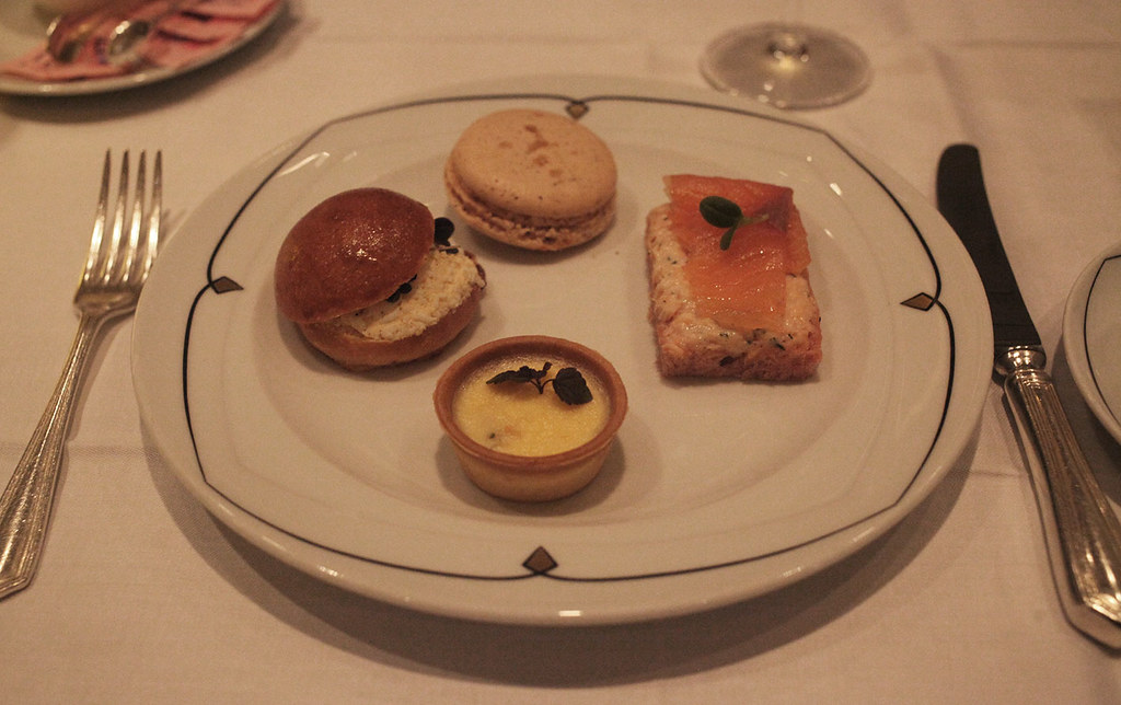 afternoon-tea-at-sheraton-park-lane-hotel-in-london-via-red-letter-days