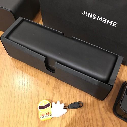 JINS MEME ESのメガネケース。でかい。