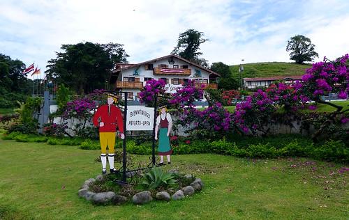 Bienvenidos a Los Heroes, Costa Rica
