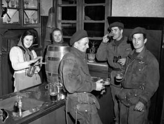 Personnel of the 1st Canadian Parachute Battalion having free beer at a local inn, Lembeck, Germany, March 29, 1945 / Bière gratuite pour des militaires du 1er Bataillon canadien de parachutistes dans une auberge locale, Lembeck, Allemagne, 29 mars 1