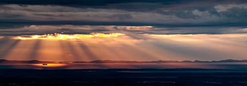 majstorskacesta libinje croatia tulovegrede velebit pag islandpag adriaticsea dusk sunset sunrays raysoflight red clouds cloudysky sunlight ship