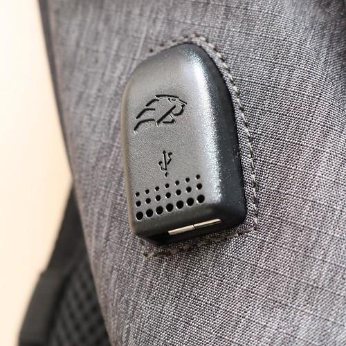 側面に、USBの差し込み口