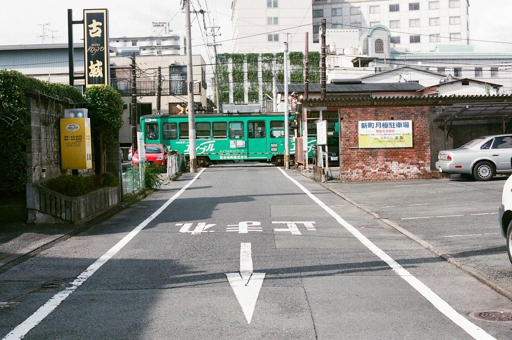 洗馬橋 熊本 Kumamoto 2015/09/06 住的地方其實旁邊就是另外一條的路面電車路線。  Nikon FM2 / 50mm AGFA VISTAPlus ISO400 Photo by Toomore