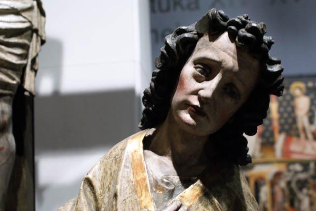 Statue gothique en bois au Muzeum Narodowy de Varsovie.