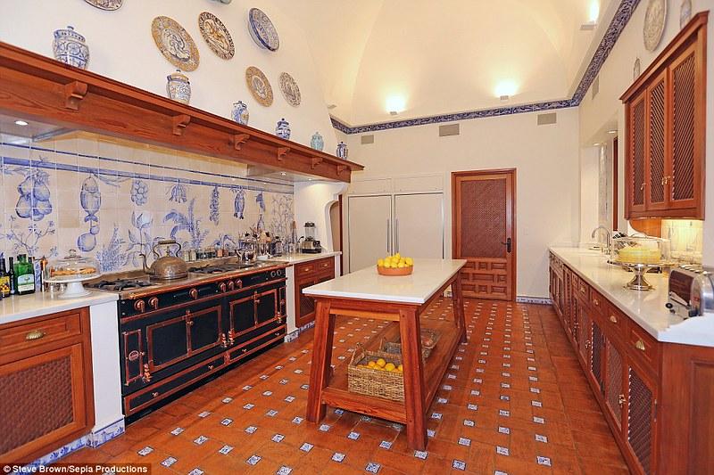 Дизайн кухни виллы Hacienda de la Paz