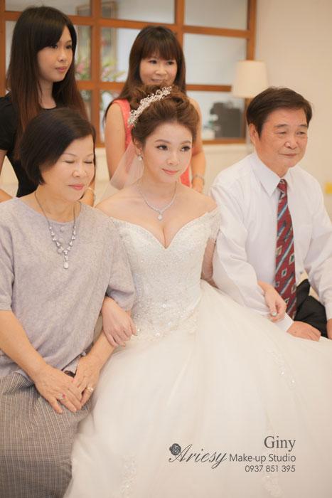 Giny新秘,愛瑞思造型團隊,台北新娘秘書,新娘秘書,清透妝感,蓬鬆盤髮,線條盤髮,鮮花造型,台北遠企,短髮造型