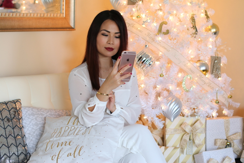christmas-decor-matching-white-outfit-15