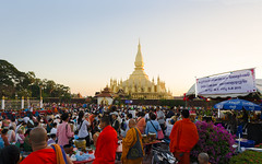 Crowded Pha That Luang