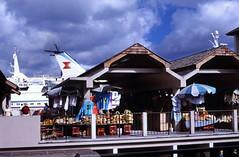 Bahamas 1988 (179) New Providence: Straw Market, Nassau
