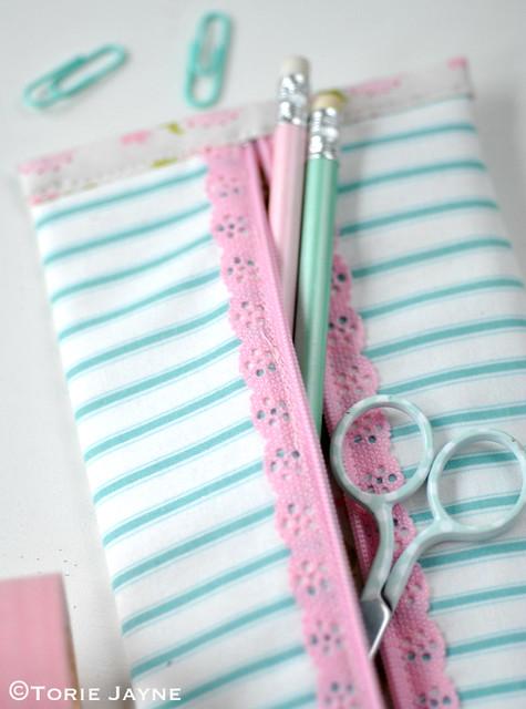 Lace zip Pencil case tutorial 1