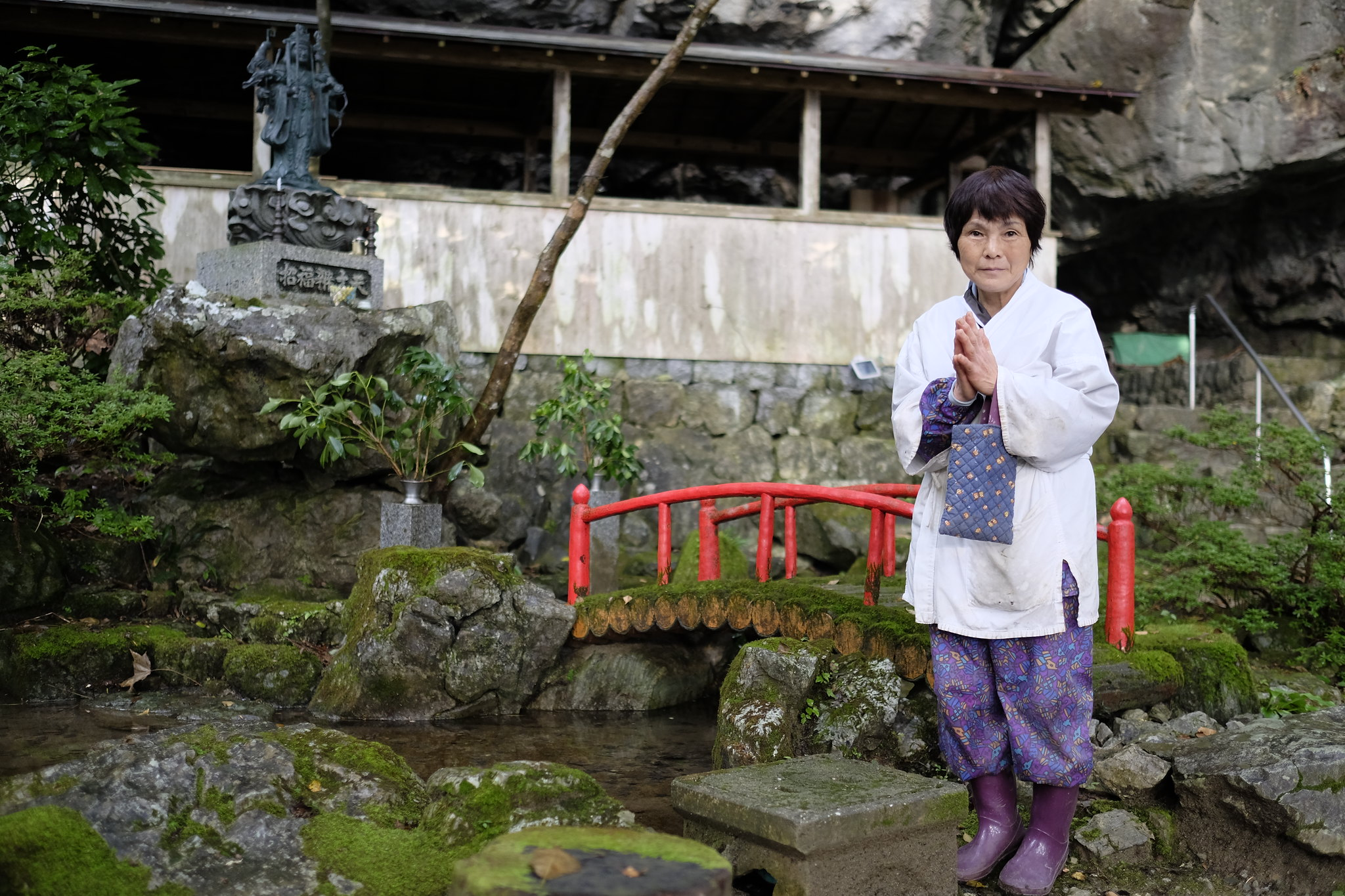 Cave guide at Jigen-ji (慈眼寺)