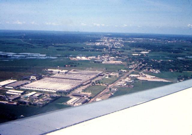 Saigon 1967 - Nhà máy dệt Vinatexco ở đầu sân bay TSN, nay là NM Dệt Thắng Lợi - Photo by joel39