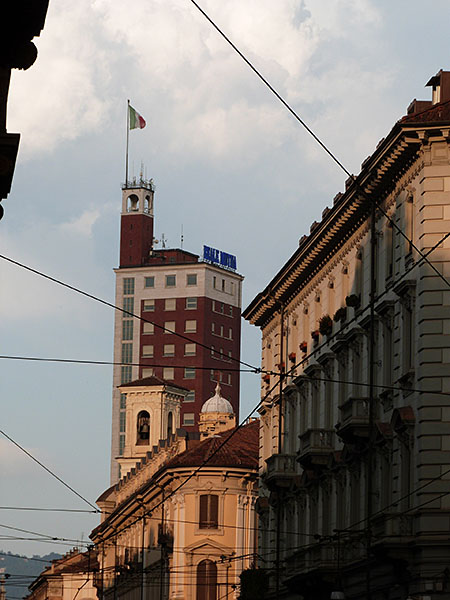Soleil couchant sur les murs de Turin