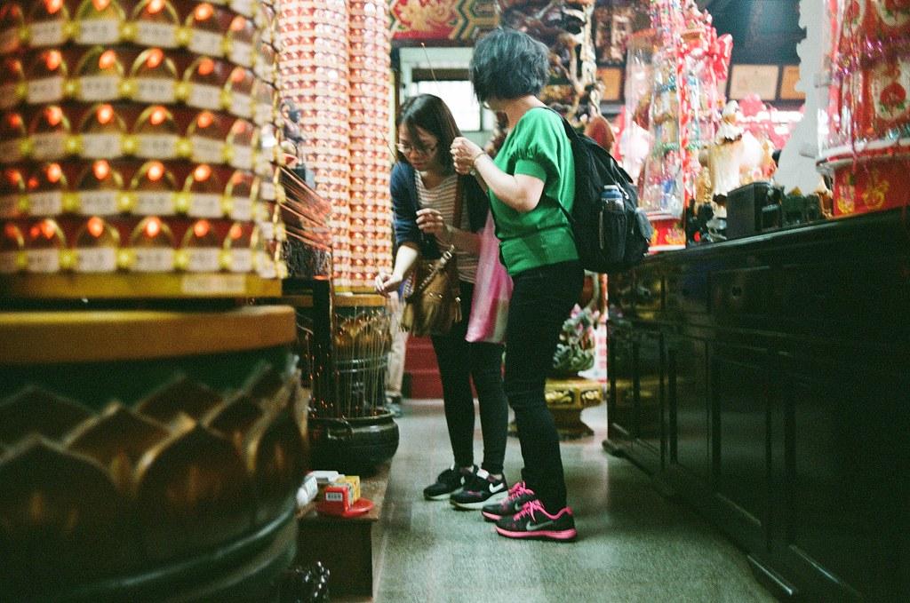 臺灣省城隍廟 台北 2015/10/24 這卷底片拍出來感覺還不錯!有點愛這飽實的色調!  Nikon FM2 Nikon AI AF Nikkor 35mm F/2D FUJICOLOR PRO 400H 2192-0007 Photo by Toomore