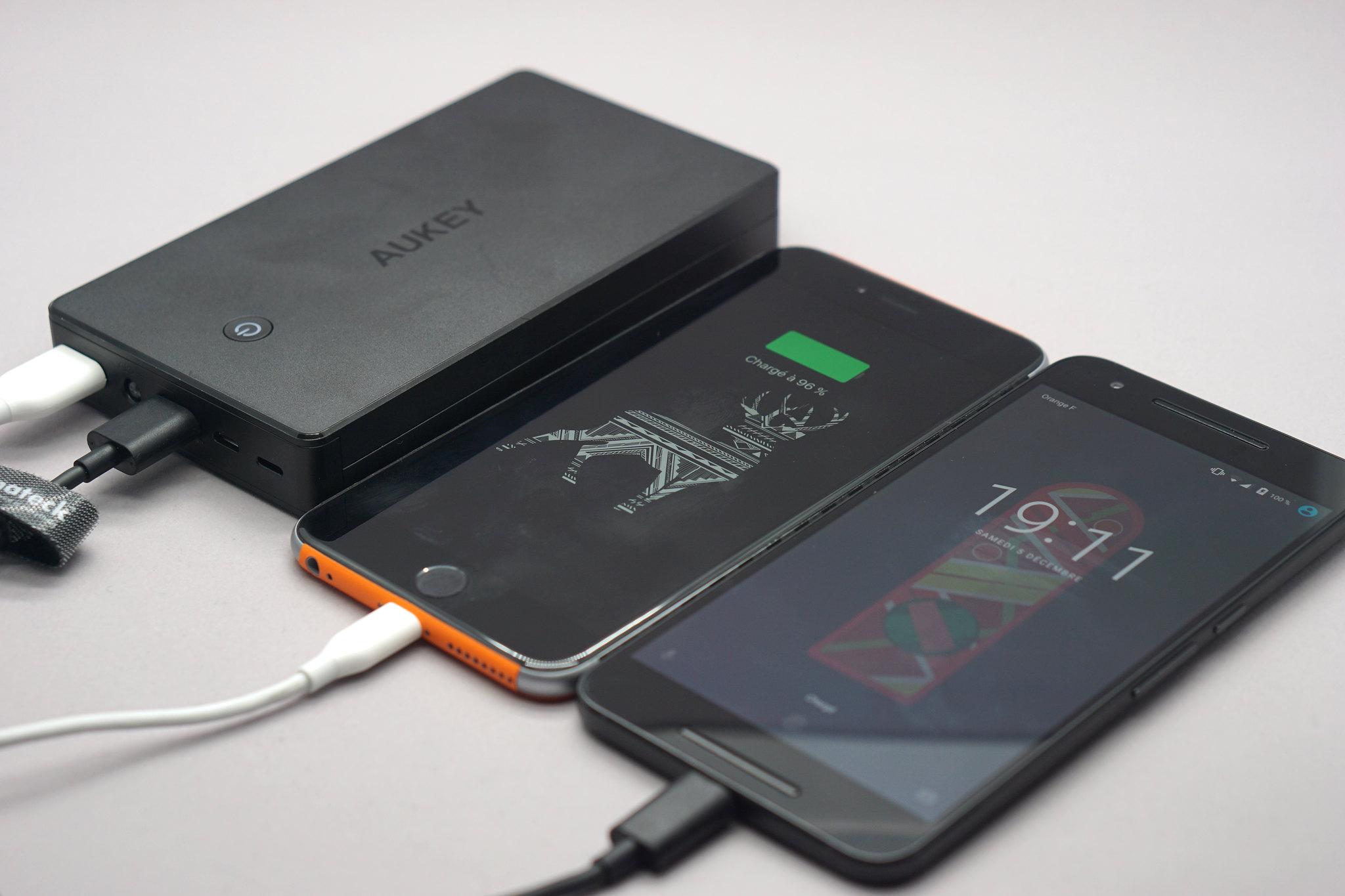 Test de la batterie Aukey 20 000 mAh Lightning et Micro-USB
