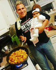 #summer & I cookin up some red bliss skillet #garlic potatoes to go with the Chipotle #BBQ #Porterhouse #Steak we are #grilling up !  😃😃😃 • • • •  #djchef #thechefthatrocks #foodnetwork #cutthroatkitchen #topchef #celebritydj #events