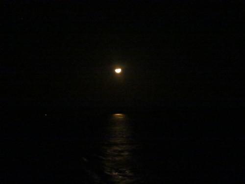 Puesta de luna en el Amazonas