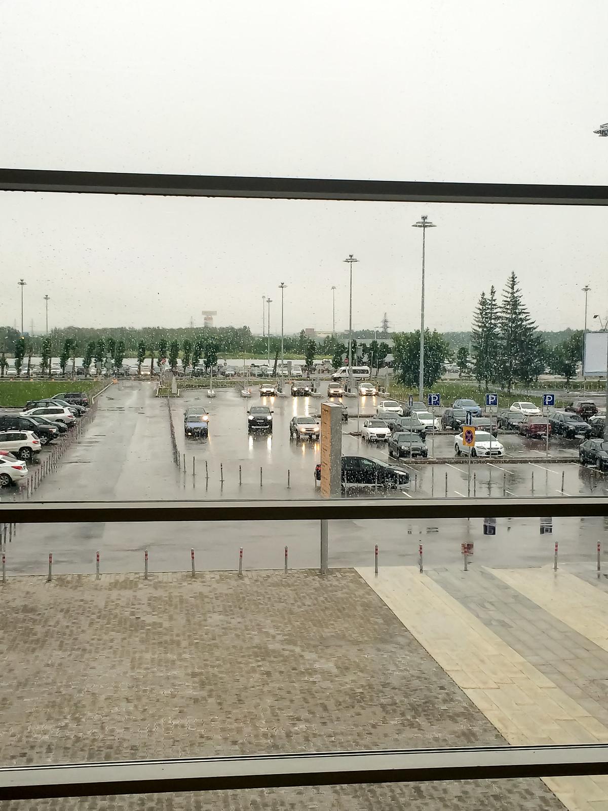 Кольцово встретил легким дождиком :(