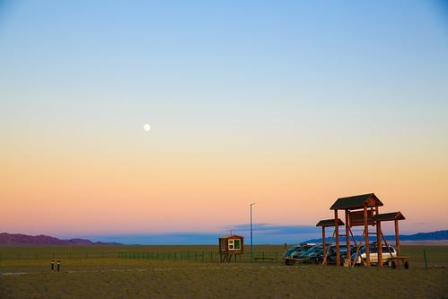 moon field sunrise dawn desert mongolia plain gobi steppe gobidesert