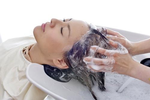 20代女性薄毛におすすめシャンプー方法
