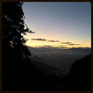 El valle de Xelaju desde el camino por tierra fría #quetzaltenango #xela #guatemala #sunset #atardecer #quechileroguate