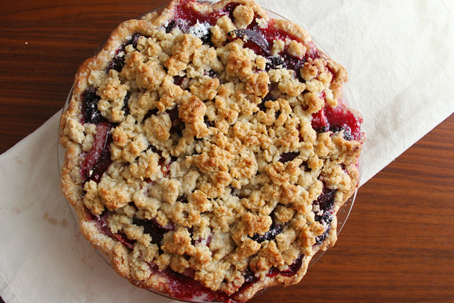 blackberry plum pie 4