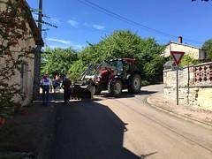 Un tracteur pour bloquer la route - Photo of Morancourt