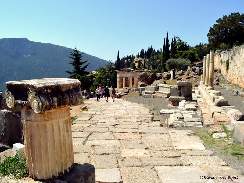 Vía Sacra del yacimiento arqueológico de Delfos (Grecia)