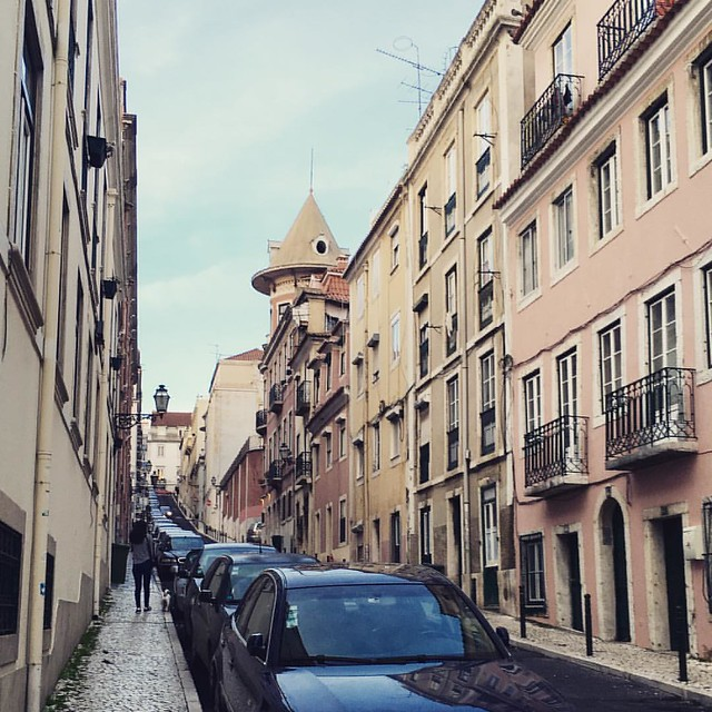 On my walk home, yesterday, I took a different path a noticed different things. Like this roof shaped like a cone, a tiny urban castle in #Lisbon #Lisboa #lisbonlovers #artistswhowalk