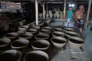 Ilocos Sur - Pagburnayan pottery warehouse