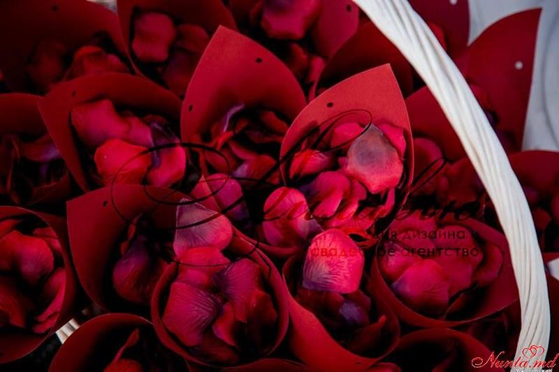 """Decor pentru nuntă şi floristică de la Agentia  """"Айлавью""""  >  Roșu - senzual si nobil, este asociat cu energia pasiunii şi  dragostei."""