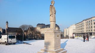 The Queen Elisabeth Statue [Artist- René Cliquet 1980]-123738