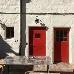On Ocean Ave between San Carlos and Delores street is the awesome Carmel Coffee house. A great place for coffee and pastries. You have to go down an alleyway to find it, there are lis of hidden alleyways and courtyards in Carmel. There are also no street