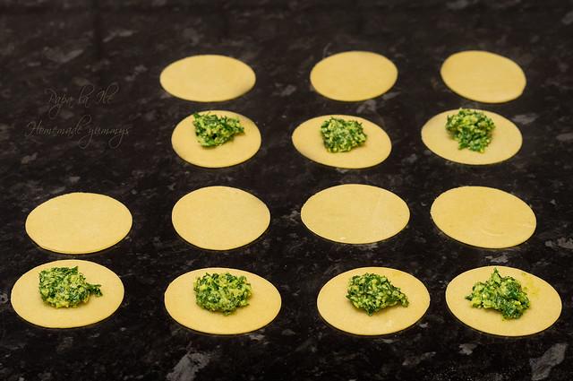 Paste proaspete umplute cu pesto de kale in sos alb cu conopida, alune de padure si bacon crocant (8)