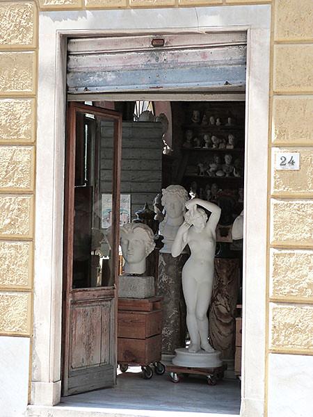 statues sculpteur pietrasanta