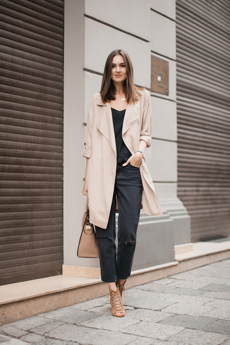 beige-and-black-color-combo-street-style-blogger