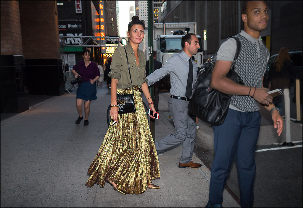 FW9-15  12w Giovanna Battaglia leaving Marc Jacobs floor lenght gold glitter skirt od long sleeve top gold low heels