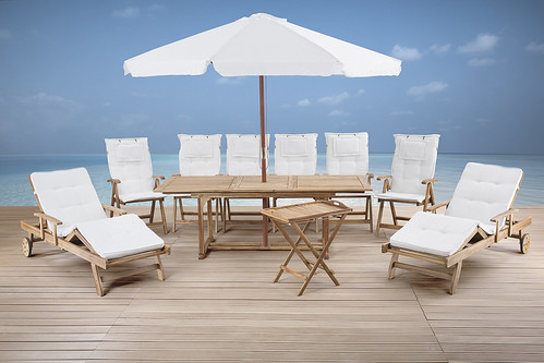 outdoor dining set in teak wood