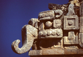 Bild von Sayil. mexico yucatan sayil greatpalace chacmask