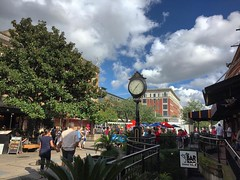 Strolling down the City Market. #Savannah has such a great historic district. The 2.2 square mile historic district is the largest collection of historic buildings in the country. The 85,000 trees in the historic district are the most of any city in Ameri