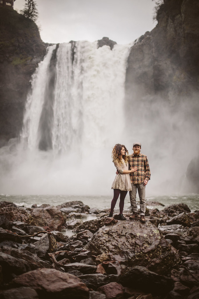 Snoqualmie Falls Engagement Session