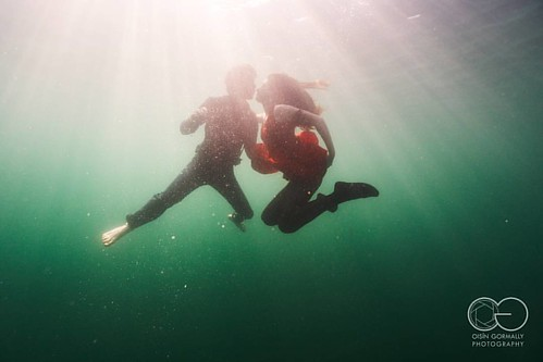 Underwater Love. Anna and Mario at the Neufelder See, Austria  #underwater #underwaterlove #underwaterphotography #underwaterphotographer #neufeldersee #austria #austriaunderwater #weddingphotography #photooftheday