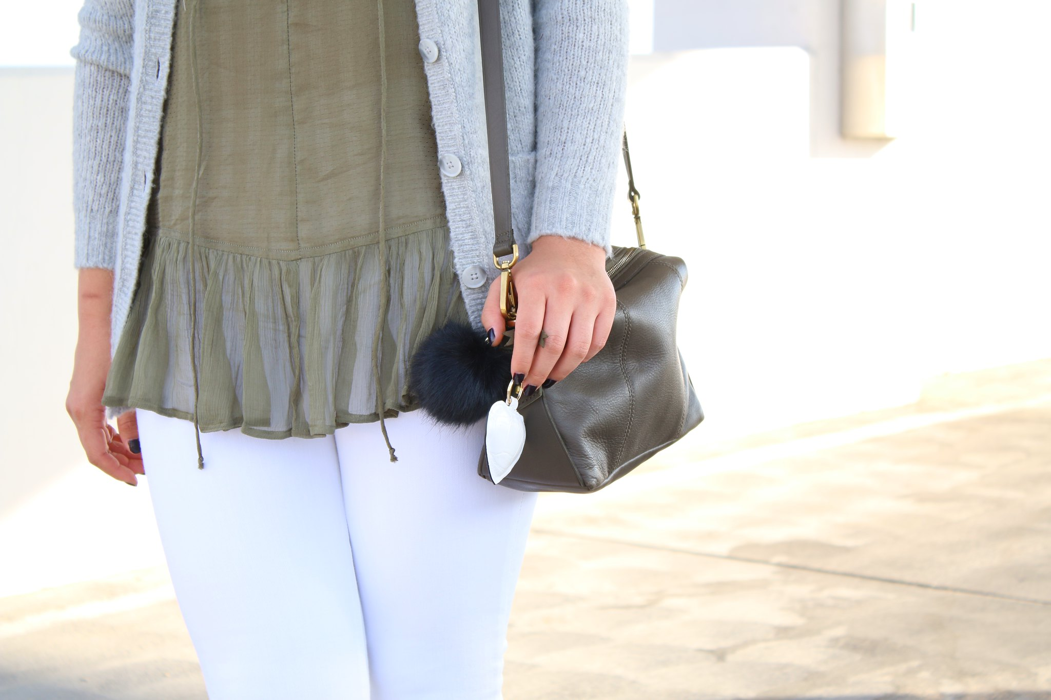 simplyxclassic, olive green, transition, summer to fall, white jeans, orange county, fashion blogger, mommy blogger, mom blog, lifestyle, style, ootd