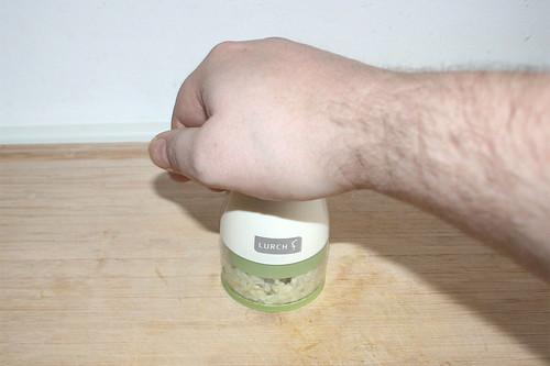 18 - Knoblauch zerkleinern / Hackle garlic